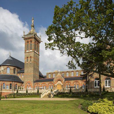 St Joseph's College, Mill Hill, London, un edificio catalogado de grado II (1866). Esta cubierta ha ganado el premio a la colocación de cubiertas en los UK Roofing Awards, auspiciados por la Federación Nacional de Contratistas de Cubiertas (NFRC). (Foto SSQ-London).