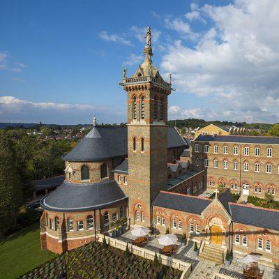 St Joseph's College, Mill Hill, London, un edificio catalogado de grado II (1866). Esta cubierta ha ganado el premio a la colocación de cubiertas en los UK Roofing Awards, auspiciados por la Federación Nacional de Contratistas de Cubiertas (NFRC). (Foto SSQ, London)